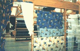 Пример: задрапированный проход имитирует двери между комнатами